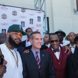 7_the-game-mayor-garcetti-and-minister-tony-mohammed-in-front-of-community-center